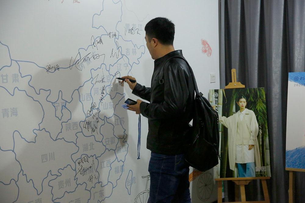 东莞市布万博体育app官网安卓服饰有限公司网站